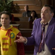 Justin Whalin e Tom Sizemore in una scena del film Super Capers