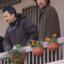 Kiyoshi Kurosawa e Koji Yakusho in una scena del film Tokyo Sonata