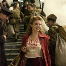 Sienna Miller in una sequenza del film The Edge of Love