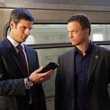 Eddie Cahill e Gary Sinise nell'episodio 'Communication Breakdown' della serie tv CSI - New York