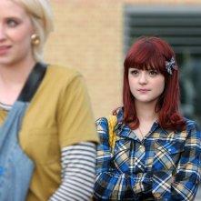 Lily Loveless e Kathryn Prescott in una foto promozionale dell'episodio 'Naomi' della terza stagione della serie tv Skins