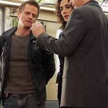 Melina Kanakaredes, Carmine Giovinazzo e Gary Sinise nell'episodio 'Communication Breakdown' della serie tv CSI - New York