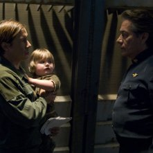 Bodie Olmos insieme a suo padre Edward James Olmos, nell'episodio 'Daybreak: Part 1' dell'ultima stagione di Battlestar Galactica