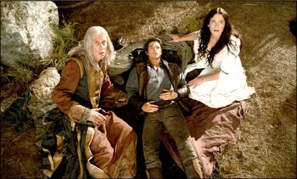 Bruce Spence Craig Horner E Bridget Regan In Una Scena Dell Episodio Home Della Serie Tv Legend Of The Seeker 109325