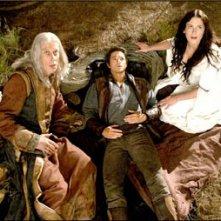Bruce Spence, Craig Horner e Bridget Regan in una scena dell'episodio 'Home' della serie tv Legend of the Seeker