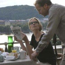 Paulina Bakarova e Iain Glen in un'immagine del film Il caso dell'infedele Klara