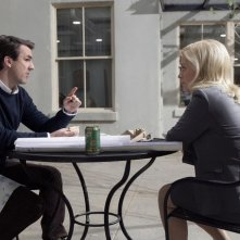 Amy Poehler e Paul Schneider in una scena del pilot di Parks and Recreation