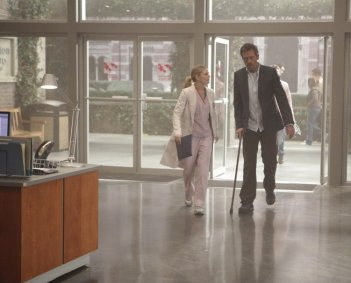 Hugh Laurie e Jennifer Morrison in una scena tratta da Simple Explanation di Dr. House: Medical Division