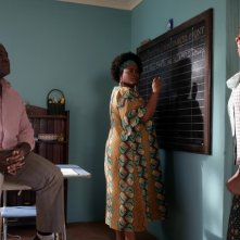 Jill Scott e Lucian Msamati in una scena della serie The No. 1 Ladies' Detective Agency
