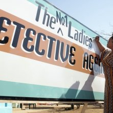 Jill Scott in una scena della serie The No. 1 Ladies' Detective Agency