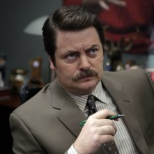Nick Offerman in una scena del pilot di Parks and Recreation