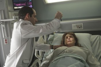 Peter Jacobson in una scena tratta da Simple Explanation di Dr. House: Medical Division