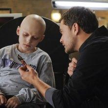 Spencer List e Joshua Jackson in una scena dell'episodio Inner Child di Fringe