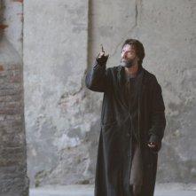 Johannes Brandrup in una sequenza del film tv Lo smemorato di Collegno