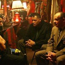 Laurence Fishburn con il collega Paul Guilfoyle nell'episodio 'Mascara' della serie tv CSI - Las Vegas