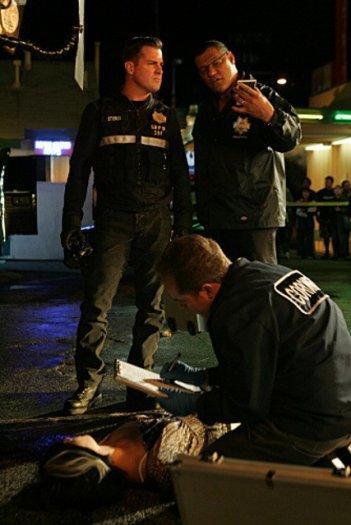 Laurence Fishburn e George Eads in una scena dell'episodio 'Turn, Turn, Turn' della nona stagione di CSI - Las Vegas