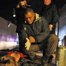 Laurence Fishburn insieme a Marg Helgenberger e Paul Guilfoyle nell'episodio 'Mascara' della serie tv CSI - Las Vegas