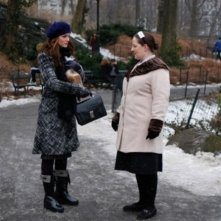 Leighton Meester insieme a Zuzanna Szadkowski nell'episodio 'Remains of the J' della serie tv Gossip Girl