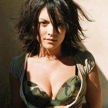 sexy foto di Liz Vassey in versione 'mimetica'