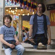 Jesse Eisenberg e Martin Starr in un'immagine del film Adventureland