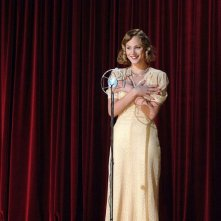 Nora Arnezeder in una sequenza del film Faubourg 36
