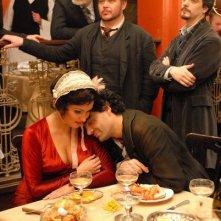 Vitaly Kovalyov, Adrian Erod,  Anna Netrebko e Rolando Villazón in una scena del film 'La Bohème'