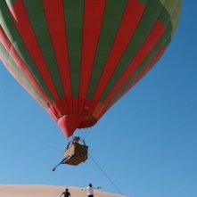 Adriano Giannini ed Emanuele Bosi rincorrono la mongolfiera di La casa sulle nuvole