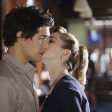 Matt Dallas e Kirsten Prout in una scena dell'episodio ' Free to Be You and Me ' della serie tv Kyle XY