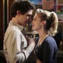 Matt Dallas insieme a  Kirsten Prout in una scena dell'episodio ' Free to Be You and Me ' della serie tv Kyle XY