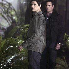 Matt Dallas insieme a Nicholas Lea nell'episodio 'Endgame' della prima stagione della serie tv Kyle XY