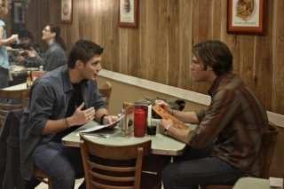 Jared Padalecki e Jensen Ackles in una scena dell'episodio The Monster at the End of this Book di Supernatural