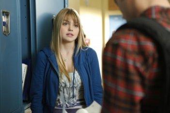 Aimee Teegarden in una scena dell'episodio Life's a Drag di 90210