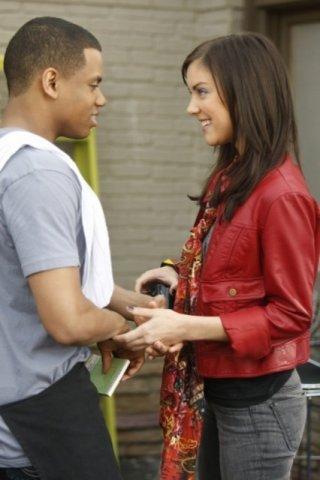 Tristan Wilds e Jessica Stroup in una scena dell'episodio Life's a Drag di 90210