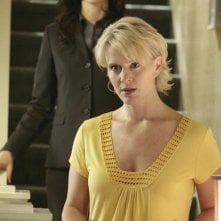 Anna Galvin insieme a  Marguerite MacIntyre in una scena dell'episodio 'Grounded' della seconda stagione della serie televisiva Kyle XY