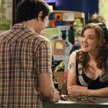 April Matson e, di spalle,  Matt Dallas in una scena dell'episodio 'Between the Rack and a Hard Place' della serie tv Kyle XY