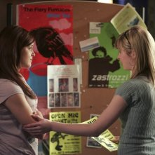 April Matson e Kirsten Prout in una scena dell'episodio 'Does Kyle Dream of Electric Fish?' della seconda stagione di Kyle XY