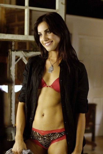 Carly Pope è Kris nel film Young People Fucking