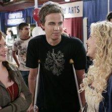 Chelan Simmons, Chris Olivero e April Matson in una scena dell'episodio 'Verso il Futuro' della serie televisiva Kyle XY