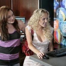 Chelan Simmons e April Matson in una scena dell'episodio 'Verso il Futuro' della serie televisiva Kyle XY