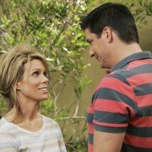 Cheryl Hines e Ken Marino nell'episodio Shepfather di In the Motherhood