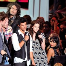 Le star di Twilight insieme a Russell Brand agli MTV Music Video Awards
