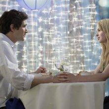 Matt Dallas insieme a Kirsten Prout in un momento dell'episodio 'Great Expectations' della serie tv Kyle XY
