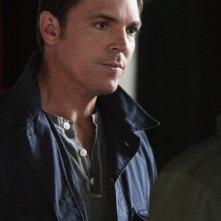 Nicholas Lea in una scena nell'episodio 'Il Castello di Carte' della serie tv Kyle XY