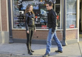 Thomas Dekker e Summer Glau in una scena dell'episodio Adam Raised a Cain di Terminator: The Sarah Connor Chronicles