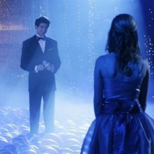 Matt Dallas e, di spalle, Kirsten Prout nel finale della seconda stagione di Kyle XY: I've Had the Time of my Life