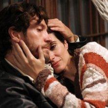 Alessio Boni e Florencia Raggi in una scena del film Complici del silenzio