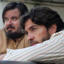 Giuseppe Battiston e Alessio Boni in una scena del film Complici del silenzio