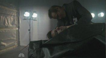 Jack Coleman e Zachary Quinto in una scena di Turn And Face The Strange dalla terza stagione di Heroes