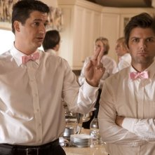 Ken Marino ed Adam Scott in una scena dell'episodio Willow Canyon Homeowners Annual Party di Party Down