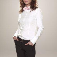 Lizzy Caplan è Casey in una foto promozionale di Party Down